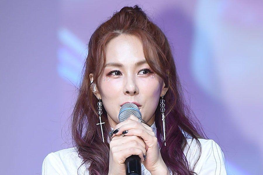 Chae Yeon muestra su apoyo a sus compañeras artistas como senior en la industria desde hace 15 años