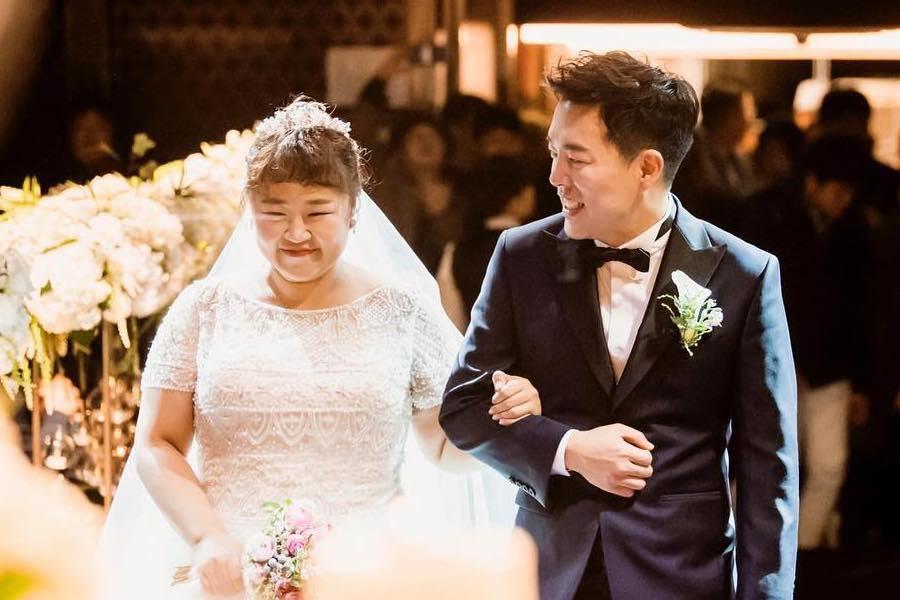 Hong Yoon Hwa y Kim Min Ki están radiantes de felicidad en maravillosas fotos de boda