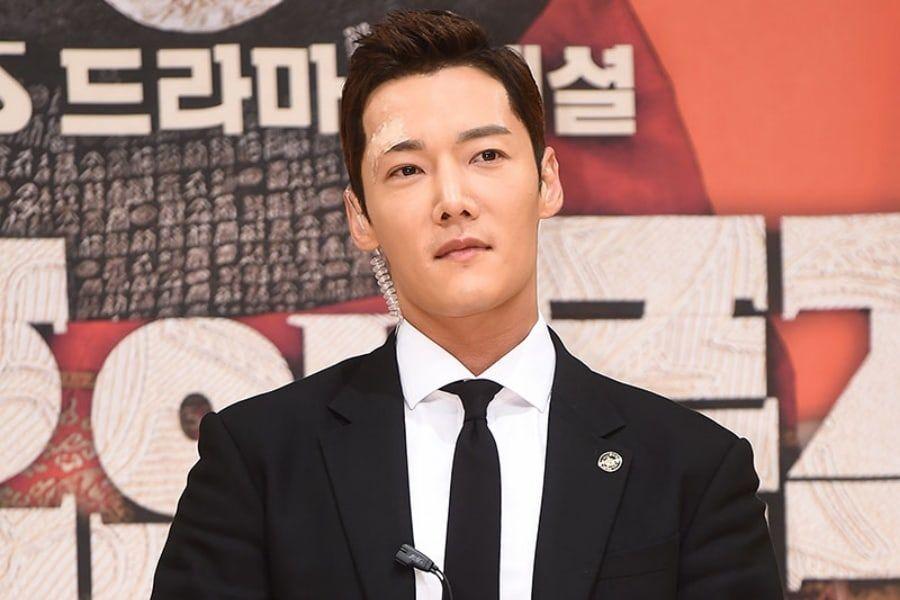 """El productor de """"The Last Empress"""" agradece a Choi Jin Hyuk por su gran trabajo a pesar de su lesión"""