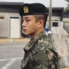 Kim Min Suk actualiza desde la mili con fotos en uniforme