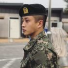 Kim Min Suk se ve feliz y saludable en las fotos de su primer descanso del ejército
