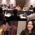 """Yeo Jin Goo, Minah, Hong Jong Hyun y más actores de """"Absolute Boyfriend"""" disfrutan de la lectura de guión"""