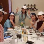 """Lee Tae Ran les regala gorras diseñadas personalmente a las actrices de """"SKY Castle"""" en una reciente reunión"""