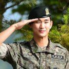Kim Soo Hyun termina su servicio militar + Habla sobre sus próximos planes