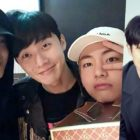 Park Seo Joon elige su canción favorita de BTS + Habla sobre el chat grupal con V, Park Hyung Sik y Choi Woo Shik