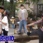 """Shin Sung Rok y Go Won Hee ensayan escena de beso y presumen de actuación cómica en vídeo tras las cámaras de """"Perfume"""""""