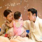 Cha Ye Ryun y Joo Sang Wook comparten adorables fotos de familia por el 1º cumpleaños de su hija