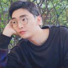 Yoon Ji Sung comparte elegantes fotos durante su descanso del servicio militar