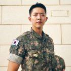 Lee Jung Shin de CNBLUE agradece a los fanáticos por los deseos de cumpleaños y comparte una nueva foto en uniforme militar
