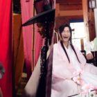 """El elenco de """"Flower Crew: Joseon Marriage Agency"""" mantiene las risas en el set"""