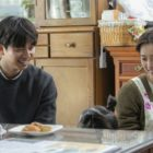 """Gong Yoo y Jung Yu Mi son adorablemente cariñosos con su hija en pantalla en detrás de cámaras de """"Kim Ji young, Born 1982"""""""
