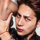 Jackson de GOT7 impresiona en un nuevo artícilo de GQ sobre hombres con maquillaje