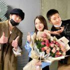 Kang Seung Yoon y Lee Seung Hoon de WINNER animan a Sandara Park en su musical