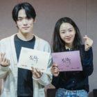 Kim Jung Hyun, Shin Hye Sun y más realizan la primera lectura de guión para un drama histórico de fusión