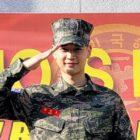 Minho de SHINee comparte historias del ejército + habla sobre mantenerse al día con las actividades de los miembros, conocer a Lee Chan Hyuk de AKMU y más