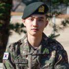 """[Actualizado] D.O. de EXO comparte un dulce mensaje y un video clip en vivo de """"That's Okay"""" tras ser dado de baja del servicio militar"""