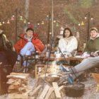 """Estrellas de """"Hospital Playlist"""" disfrutan de un camping juntos mientras se muestran cómodos en posters para proyecto de variedades"""
