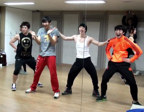 "2AM Releases Dance Practice Video for ""Step"" & ""Be My Baby"""