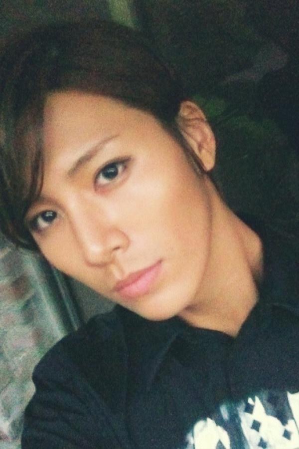 """No Min Woo's Twitter """"Beauty"""" is Stealing Netizen's Hearts"""