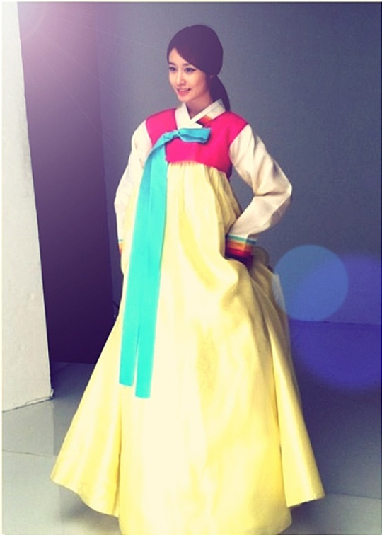 T-ara's Jiyeon Shows Off Hanbok Style for Lunar New Year Greetings