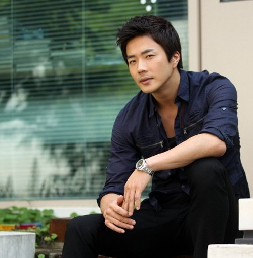 "Kwon Sang Woo Recovers from Ankle Injury for ""12 Chinese Zodiac Heads"""