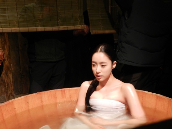 "T-ara Eunjung's Bath Scene for ""Queen Insoo"" Revealed"