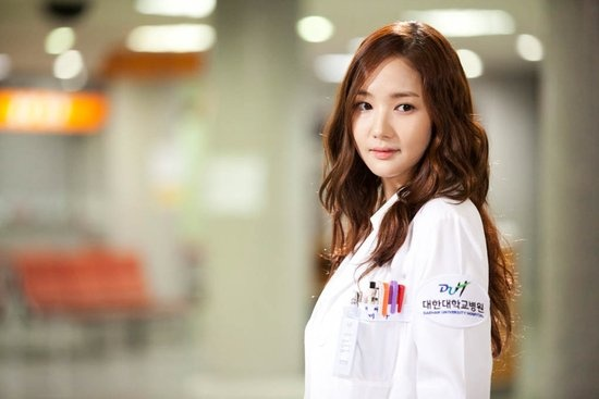 """Park Min Young Looks Pretty in Pink for """"Dr. Jin"""""""