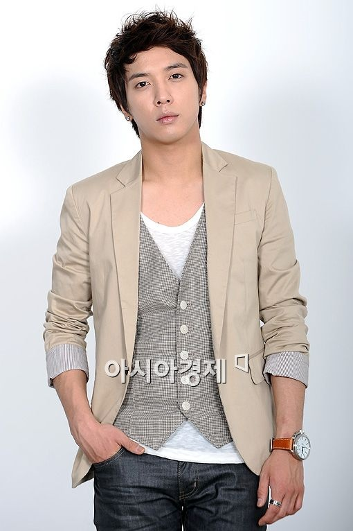 Jung Yong Hwa Resembles Bae Yong Joon in Childhood Photo