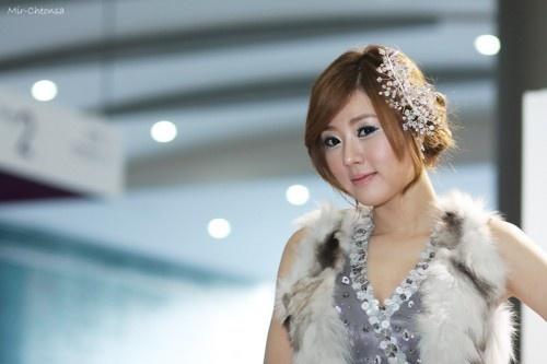 Promoting Nissan Altima (Hwang Mi Hee)