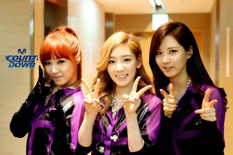 Shinhwa Snaps Photo with Taeyeon, Tiffany, and Seohyun to Celebrate TaeTiSeo's Debut