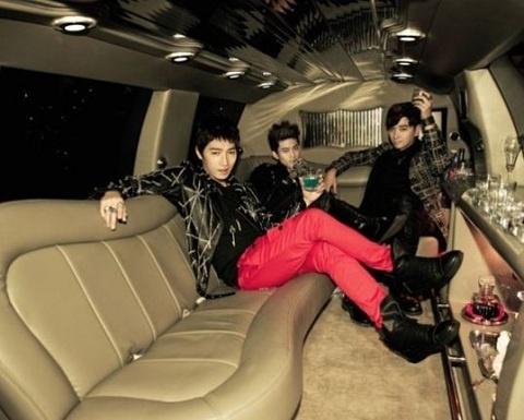 "2PM Releases ""Hands Up"" Teaser"
