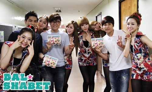 """Dal★Shabet Shares Backstage Photos from Their """"Bling Bling"""" Comeback"""