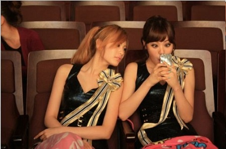 After School's Lizzy & Nana's Funny Photos
