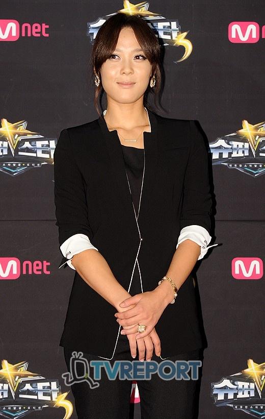 Yoon Mi Rae Tweets a Fierce Adidas CF