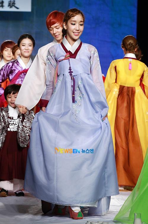 Kara, ZE:A, Rainbow, Jewelry, and Mason Moon Wear Hanbok for Fashion Show