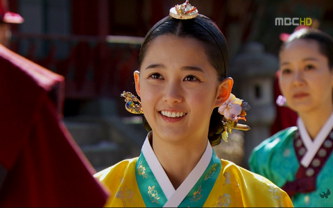 """The Moon that Embraces the Sun's"" Nam Bora Has 12 Siblings!"