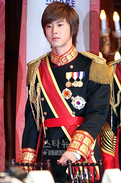 """""""Goong"""" the Musical Press Conference 06.16.10 [DBSK] (Yunho)"""