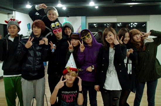 Cube Entertainment's New 7-Man Group to Debut in Early 2012