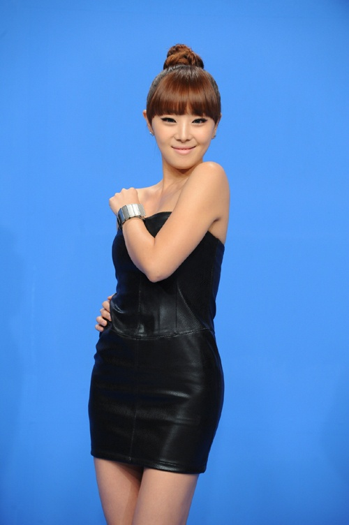 Narsha Garners Attention for See-Through Bottom Fashion