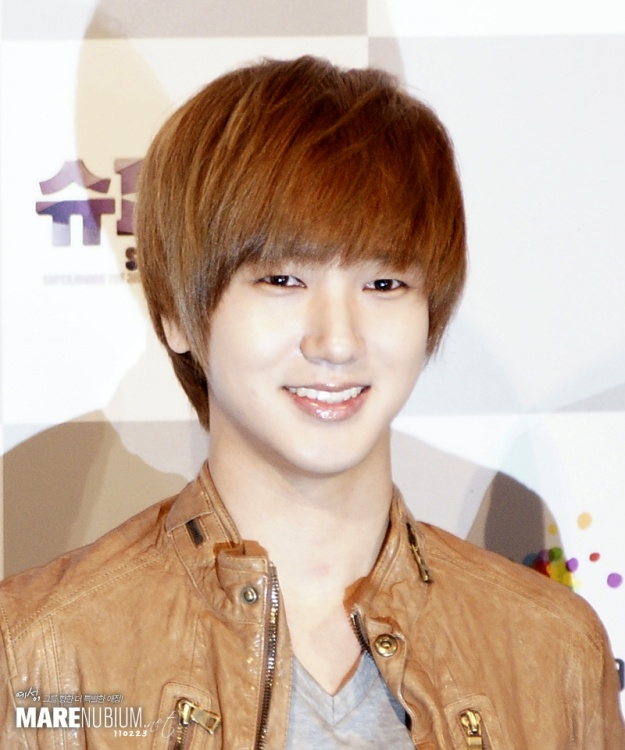Super Junior Yesung's Handsome Younger Brother Revealed