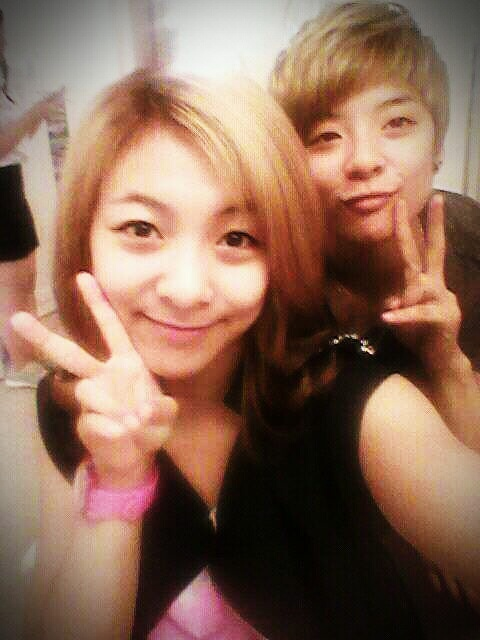 f(x)'s Luna and Amber Share Silly Selcas