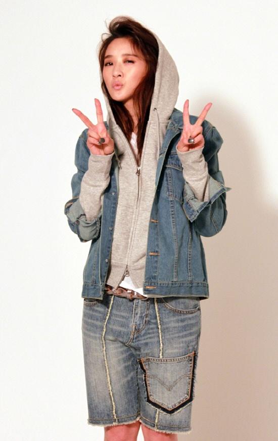 """Flower Boy Ramen Shop"" Lee Chung Ah Shows Boyish Charms"