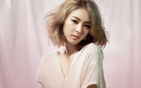 Actress Lee Yeon Hee Complains About SM Entertainment's Dating Policy