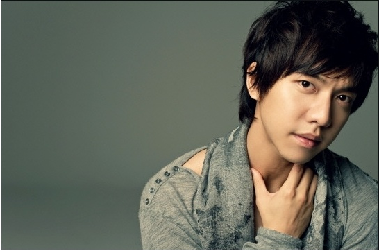 Lee Seung Gi's Family and Baby Pictures Revealed