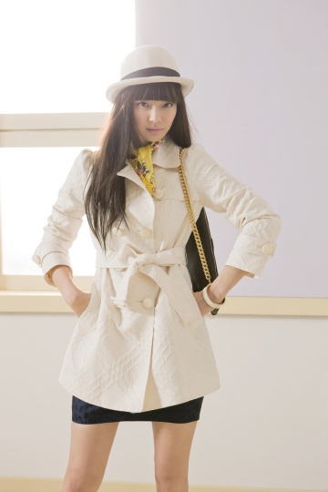 Shin Min Ah for SI S/S 2010