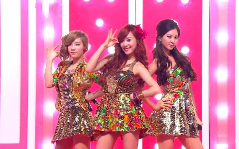 """TaeTiSeo Performs """"Baby Steps"""" and Twinkle on Inkigayo"""