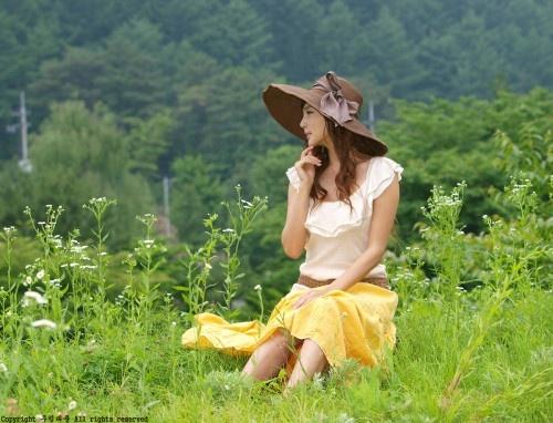 Enjoying The Outdoors (Choi Yu Jung)