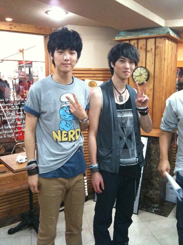 "C.N. Blue's Jong Hyun and Min Hyuk in ""Acoustic"""