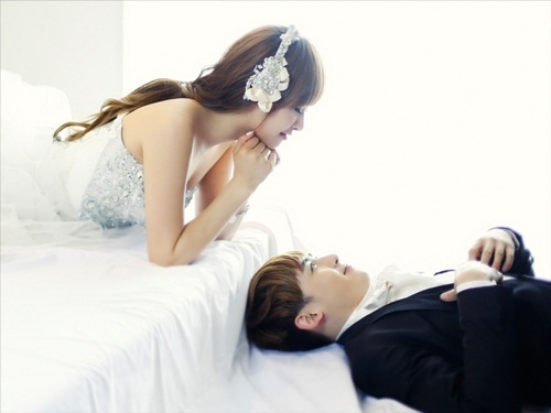 """Victoria Unveils Different Wedding Dresses for """"We Got Married"""""""