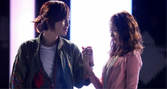 """Girls' Generation's YoonA and Jang Geun Suk Clutch Hands Together in First Date Scene for """"Love Rain"""""""